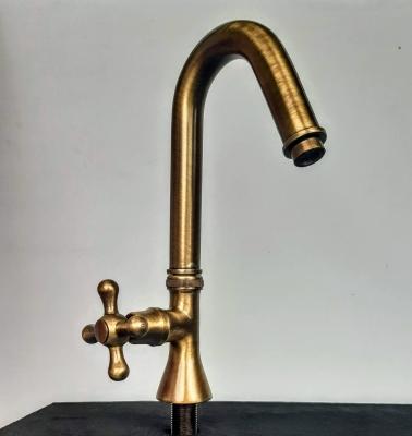 Messing-Wasserhahn, drehbar - 26 x 14 cm