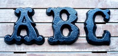 Buchstaben aus Gusseisen